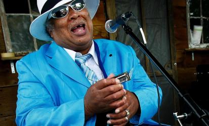 Blues singer in Memphis