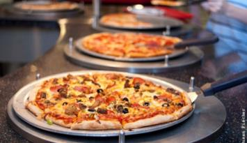 Fresh pizza, pasta, salads and more at America's Incredible Pizza. Photo by Susan Fischer.